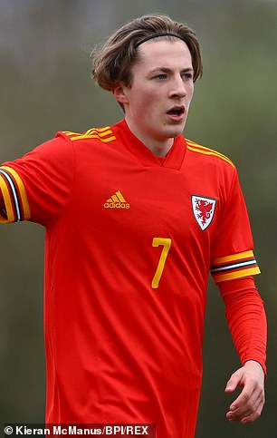 Charlie Savage playing for wales Under 17.